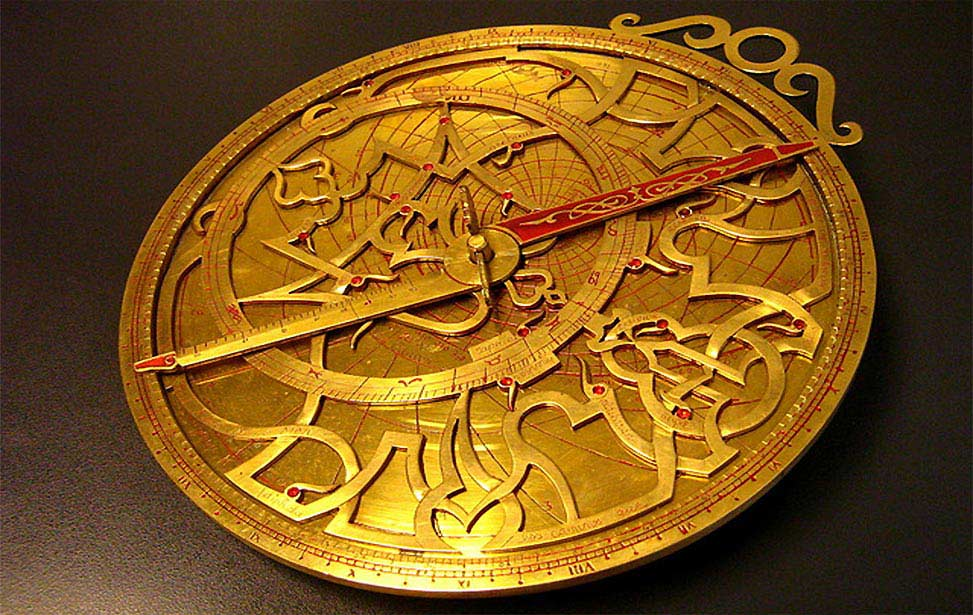 Astrological Applications of Islamic Astrolabes